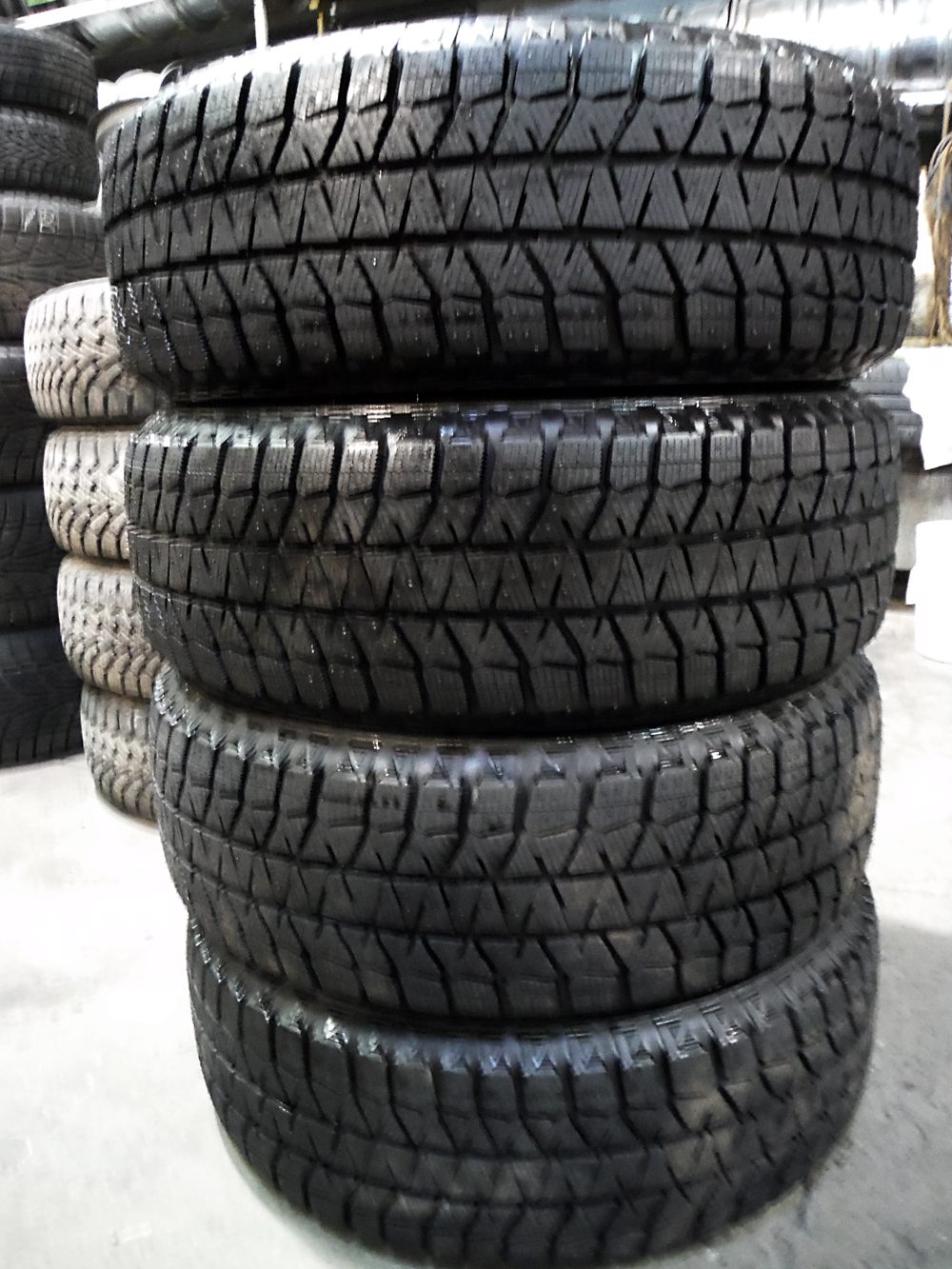 Bridgestone Blizzak 215-60R16 Winter tires Chevy Cruise, Altima