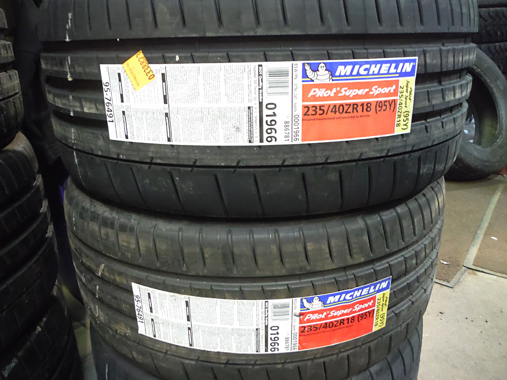 Michelin Pilot Super Sport 235-40R18